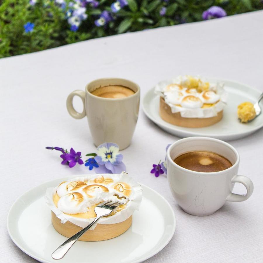 Verwen je moeder (of jezelf) op Moederdag met een uitgebreid ontbijt, lunch of taartje. We hebben ook cadeaubonnen en zijn zondag de hele dag open!  #moederdag #wijzijnopen #neemjemoedermee #ofkoopeen #cadeaubon #ontbijt #brunch #lunch #zomer #lente #buiten #terras #districtutrecht #bakkerij #ambachtelijk #utrechtoost #koffie #bakery #breakfast #coffee #hotspotutrecht #mothersday #patisserie