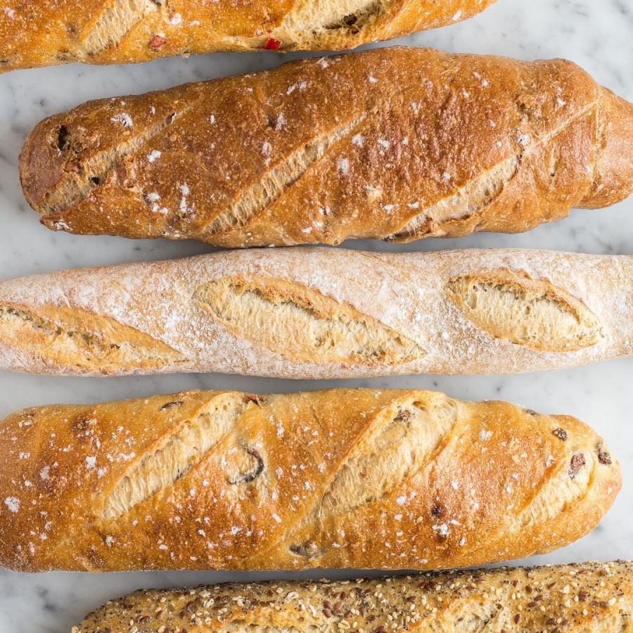 Stokbrood met olijven, of walnoot, of meergranen.. maar ook hebben we bio stokbrood!  #stokbrood #brood #baguette  #pain #districtutrecht #bakkerij #ambachtelijk #utrechtoost #koffie #bakery #breakfast #coffee #hotspotutrecht