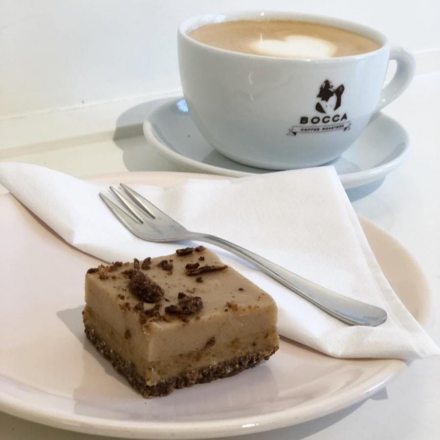 Verrast zijn we door de smaak van dit vegan, gluten-, lactose-, suikervrij kruidnoot taartje/tussendoortje!  #sinterklaaslekkers #glutenvrij #lactosevrij #suikervrij #vegan #districtutrecht #bakkerij #ambachtelijk #utrechtoost #ontbijt #lunch #koffie #bakery #breakfast #coffee #hotspotutrecht #glutenfree #lactosefree #pattiserie #taart #gezond #traktatie #healthyfood